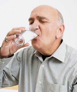 پیشگیری و درمان سنگ کلیه با مصرف آب